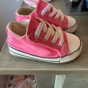 Baby girl cribster converse